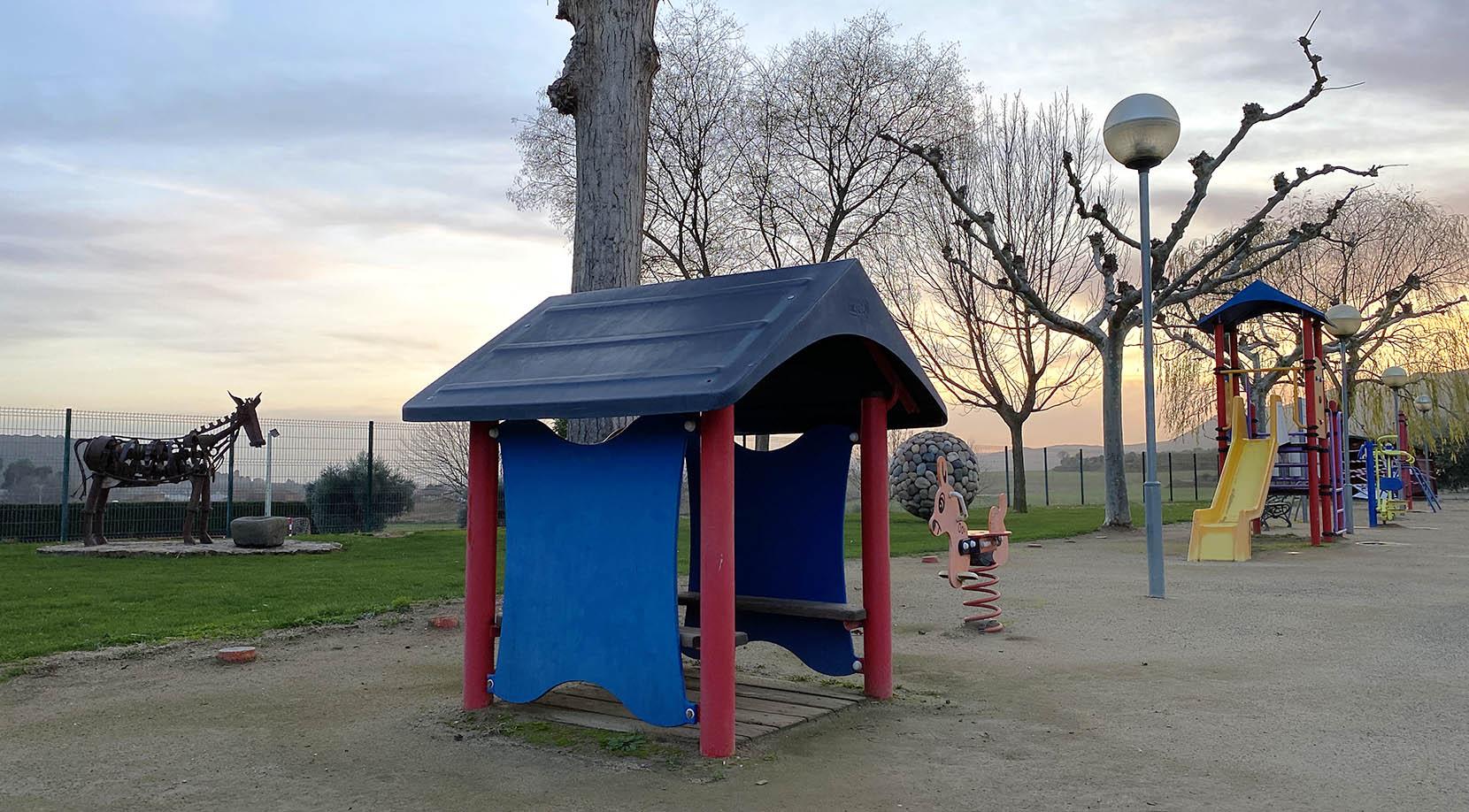 Zona de juegos infantiles exterior.